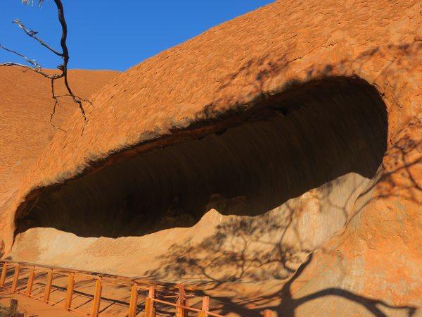 烏魯魯(Uluru) 愛爾斯岩(Ayers Rock) 教導幼童的洞穴(Teacher Cave)