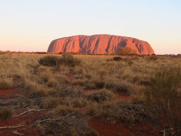 烏魯魯(Uluru)/愛爾斯岩(Ayers Rock)的夕陽派對
