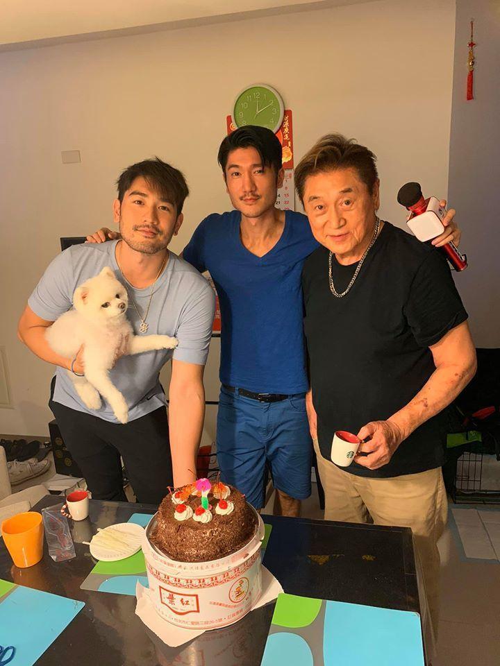 高宇橋(中)曝光去年與高以翔(左)及父親的合照。圖/摘自臉書