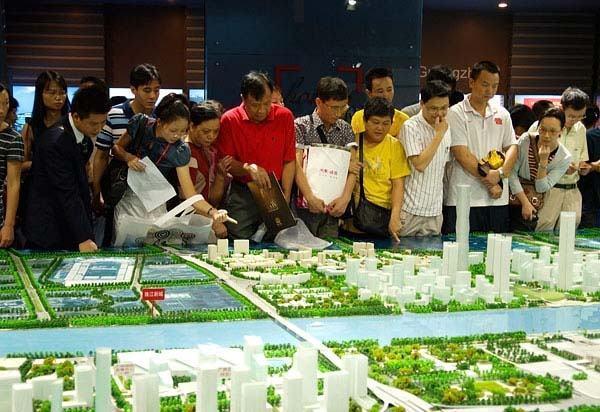 """对于疫情后的房地产市场,多位业者认为,""""房住不炒""""仍是房地产发展红线,热钱难以集中流入。照片/新浪网"""