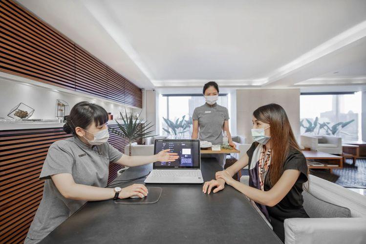 位於晶華酒店20樓的沐蘭SPA,率先結合科技與芳療導入AI人工智慧漢方諮詢服務。...