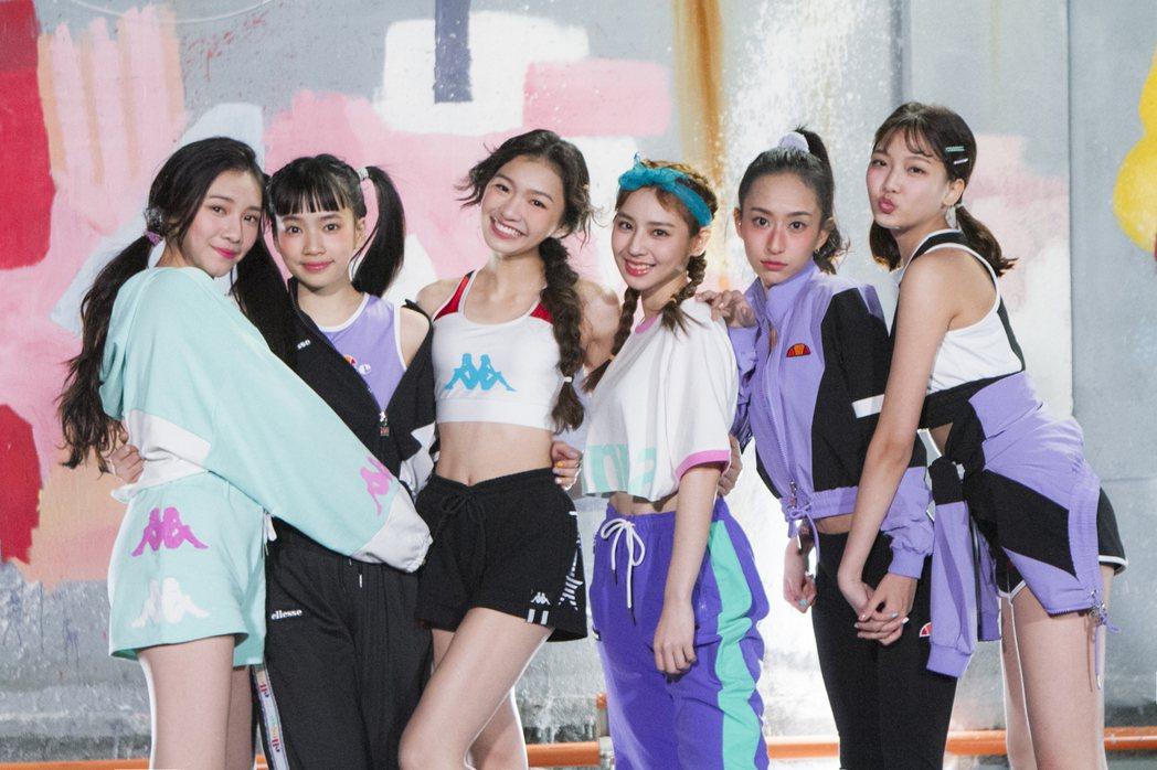 李紫嫣(左起)、馬瑋伶、申力安、王加瑄、彭名慧、林采婕合組女團「PER6IX」。...