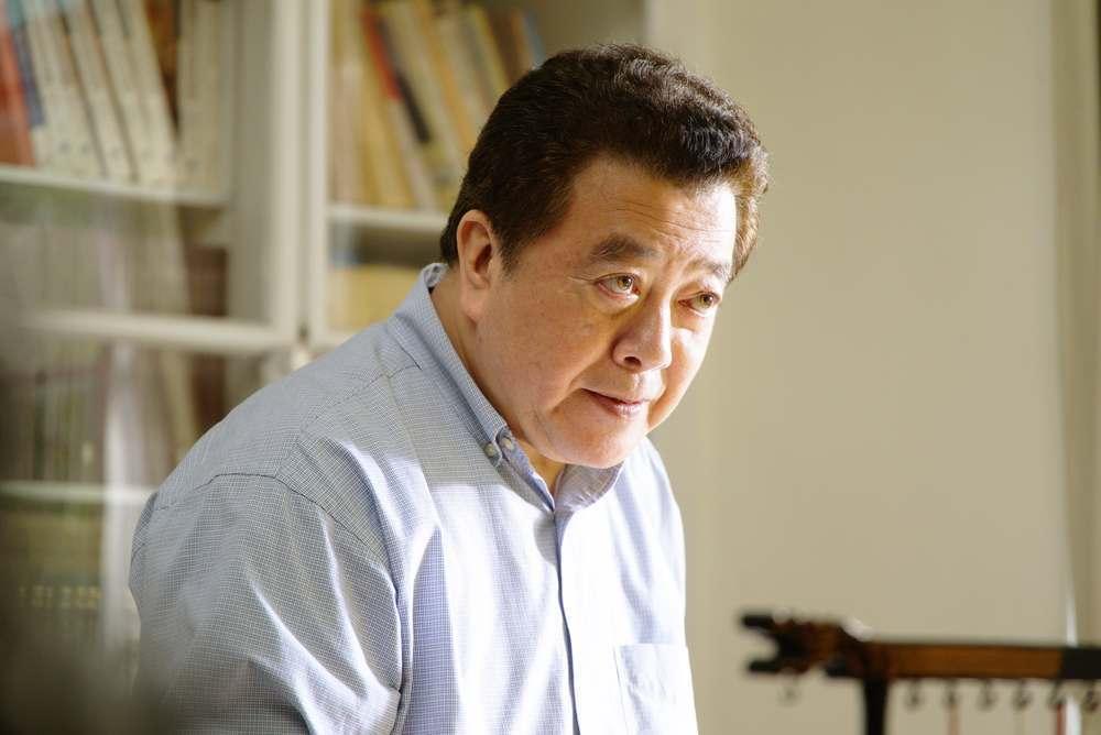 林在培飾演硬漢行政院長。圖/公視提供