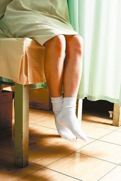 母親節將至,提醒所有女性朋友「六分鐘護一生」子宮頸抹片篩檢方式簡單且快速,有性經...