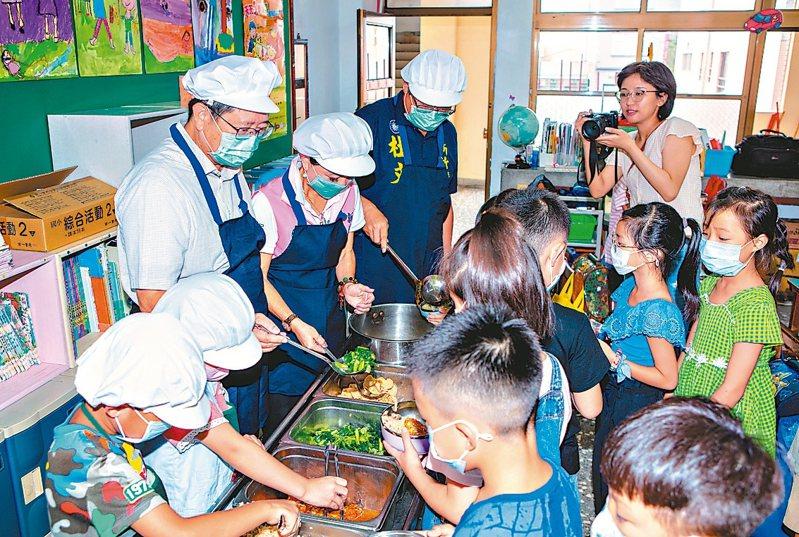 新竹縣政府獲中央補助3千萬餘元,將提高偏鄉學校營養師設置比率、造福學童。 圖/新竹縣府提供