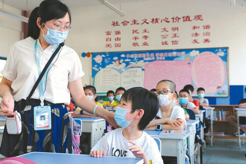 廣西台籍學生較為集中的南寧市桂雅路小學,採取多項舉措確保台籍學生順利復學。 中新社