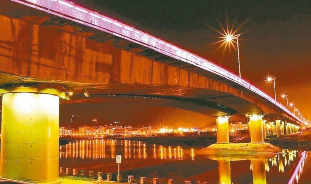 北市往來內湖及市區的民權大橋下陷30公分,市府決耗資16億元改建。 圖/聯合報系...