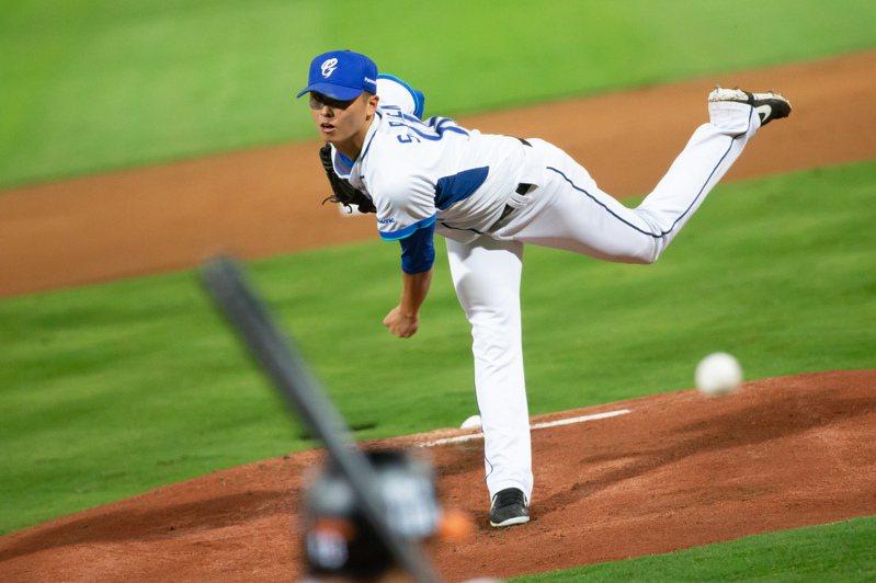 「棒球美國(Baseball America)」作家葛雷瑟在推特發文的一句「中職介於高階1A與低階1A之間」,引發台灣球迷論戰。 聯合報系資料照