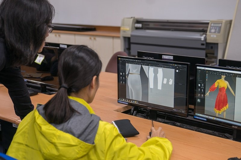 學校將建置「機能性時尚設計整合行銷學研中心」提供學生優質的跨領域學習場域。 嶺東...