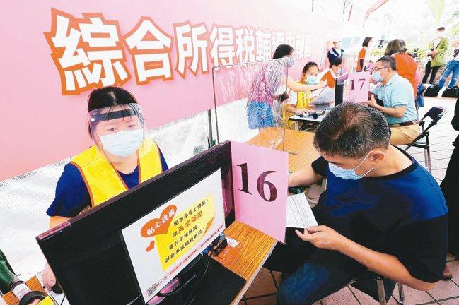 各區國稅局祭出三大招防疫。 本報資料照片
