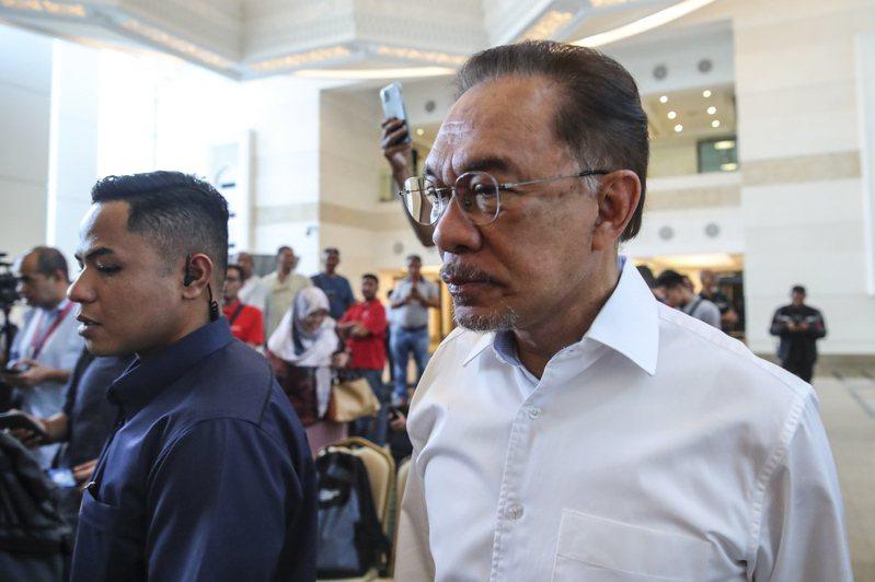 馬來西亞人民公正黨主席安華(Anwar Ibrahim)今天強調,目前在野的希望聯盟已經決定推任他為國會反對黨領袖,而並非傳聞中的前首相馬哈地(Mahathir Mohamad)。 歐新社