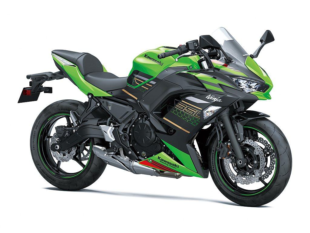 Ninja 650重新調教650c.c.引擎加強中低速扭力,並通過新一代環保法規...