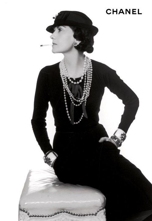 香奈兒女士對珍珠串鍊情有獨鍾,甚至曾大膽宣布:「沒有珍珠的女人,並不能成為女人。...