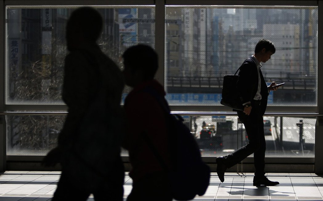 台灣的電信詐騙案件有逐年升高的趨勢。 圖/路透社
