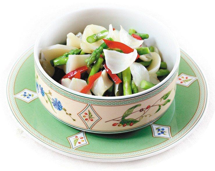 「百合炒蘆筍」是常見的綠蘆筍料理。 圖/報系資料照