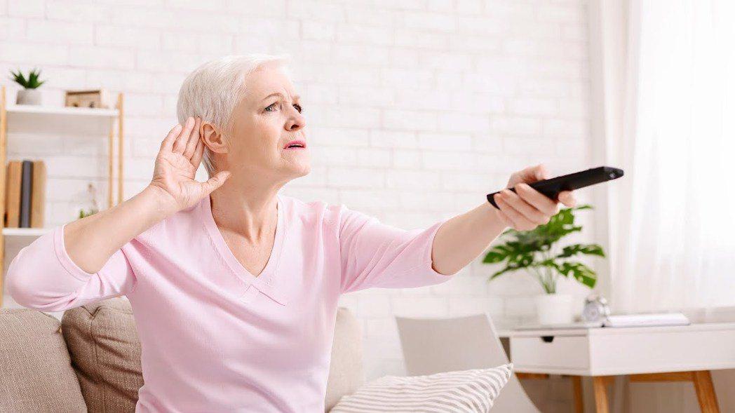 如果突然出現耳朵悶塞、耳鳴、或單耳聽不清楚,可能是突發性耳聾。 本報資料照片