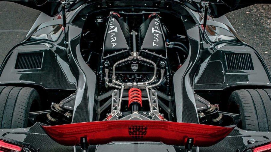 搭載5.9升雙渦輪增壓V8汽油引擎,使用E85乙醇汽油,可輸出1,750hp;若...