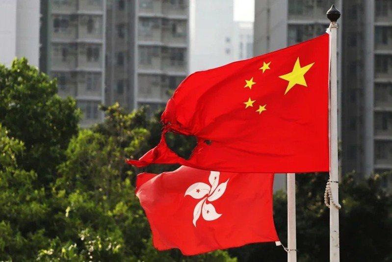 港媒報導,香港一個由親中人士成立的智庫建議北京參考澳門的「橫琴模式」,撥地給香港興建社區,以解決香港住房不足的問題。路透