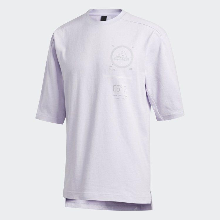 adidas薰衣草紫T恤1,490元。圖/adidas提供