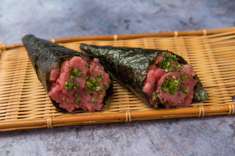 黑鮪魚肚樂手卷,每卷200元。圖/大漁まぐろ壽司提供