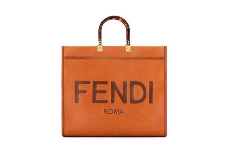 FENDI Sunshine Shopper包款,92,000元。圖/FENDI...