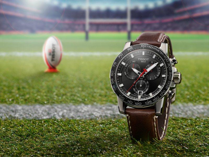 以橄欖球運動為靈感,天梭表推出全新SuperSport Chrono計時碼表13,000元。圖/TISSOT提供