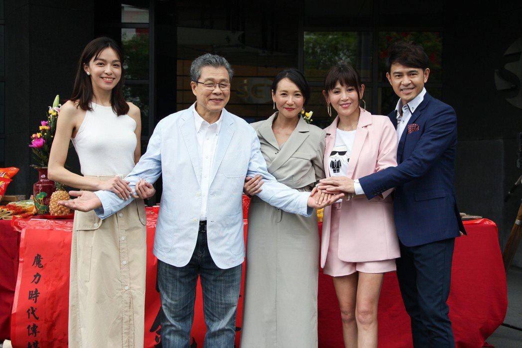 三立新台劇「天之驕女」開鏡,張本渝(中)也參加演出。圖/三立提供