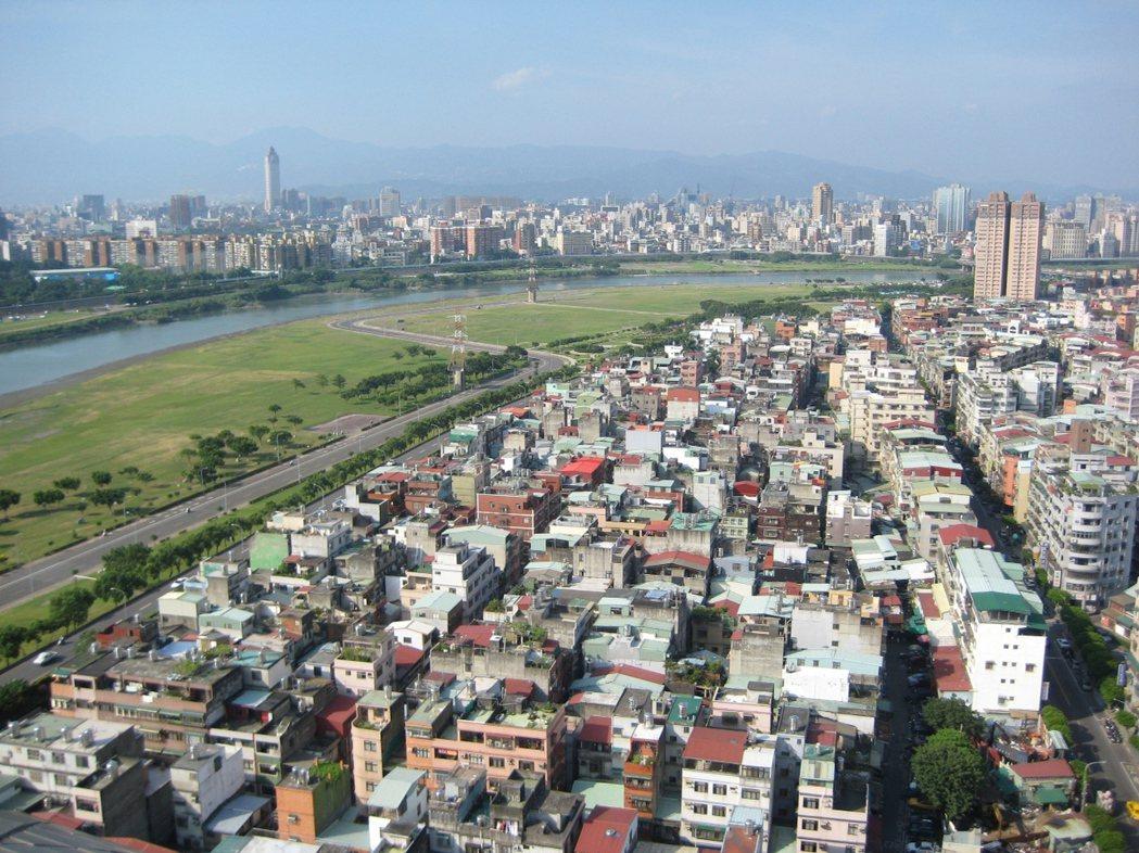 雙北地區有許多50、60年的老公寓。圖/新北市都更處提供