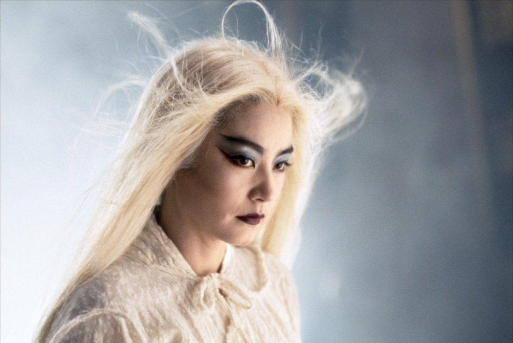 林青霞堪稱台灣觀眾最熟悉的經典白髮魔女。圖/摘自imdb