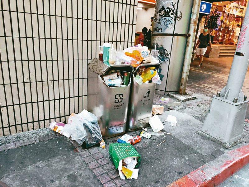 北市垃圾桶變少,但環境變髒,議員潘懷宗在議會批評北市垃圾溢滿情形處處可見。圖/潘懷宗提供