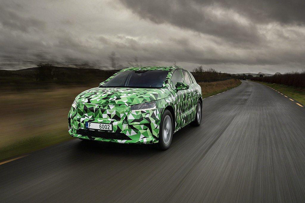 基礎版Skoda Enyaq iV 50搭載55kWh容量的鋰離電池,續航力擁有...