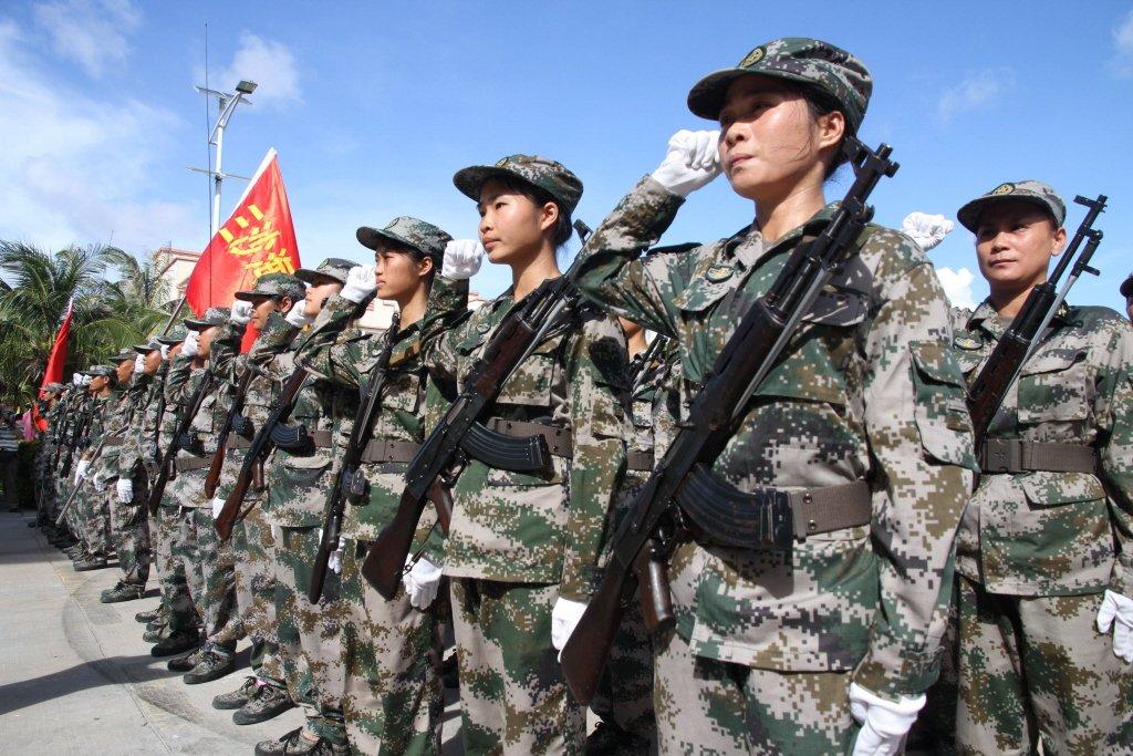 7月21日,三沙海上民兵連授旗儀式在三沙市永興島舉行。 圖/中新社