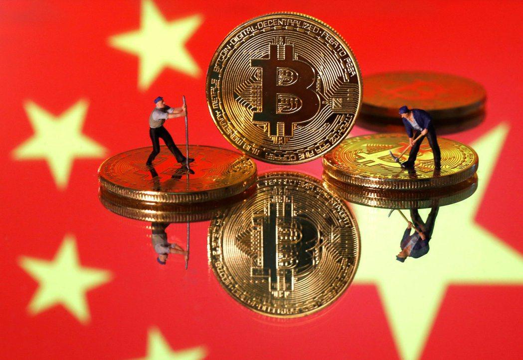 跟一般「去中心化」的虛擬貨幣、加密貨幣不同,數位人民幣是由中國央行集中發行,以中國「國家信用」做為擔保。 圖/路透社