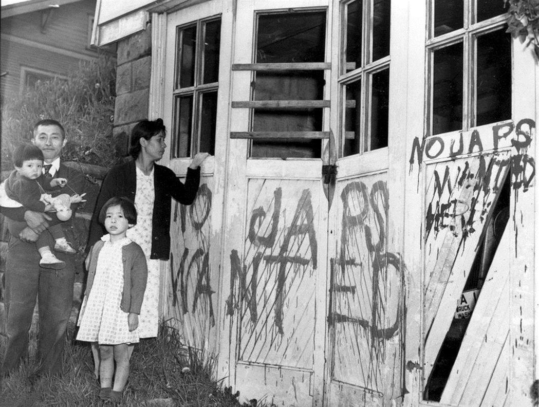 「NO JAPS」:許多日裔美國人在工作上遭到無故解聘,或者社區住宅都被貼了種族...