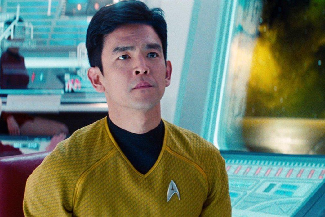 2009年版《星際爭霸戰》中,同樣飾演蘇魯上尉的韓裔美籍演員趙約翰(John C...