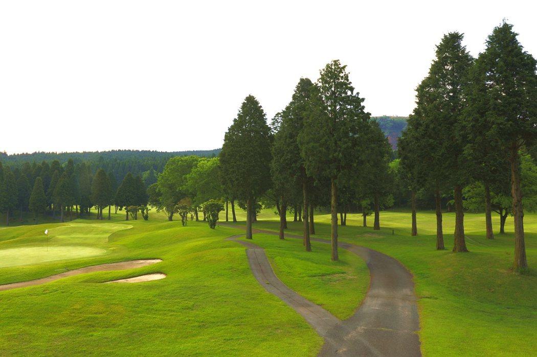 高爾夫球場晨景 一個人走也安心