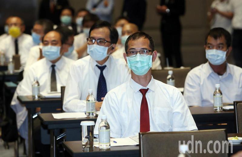 中華民國計程車駕駛員工全聯會的培訓課程項目多元,除了有基礎英、日、韓會話課程,還安排了保險理賠、自我健康管理,以及「當自己的按摩師」等。記者曾吉松/攝影