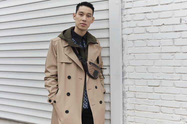 林書豪演繹COACH大衣,35,800元。圖/COACH提供