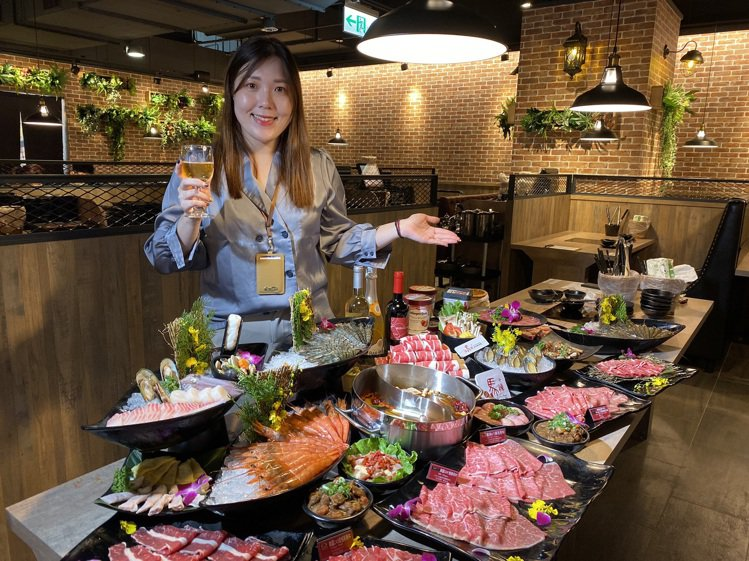 新馬辣PLUS+進駐新光三越台南西門店,明天開始營運。記者鄭維真/攝影