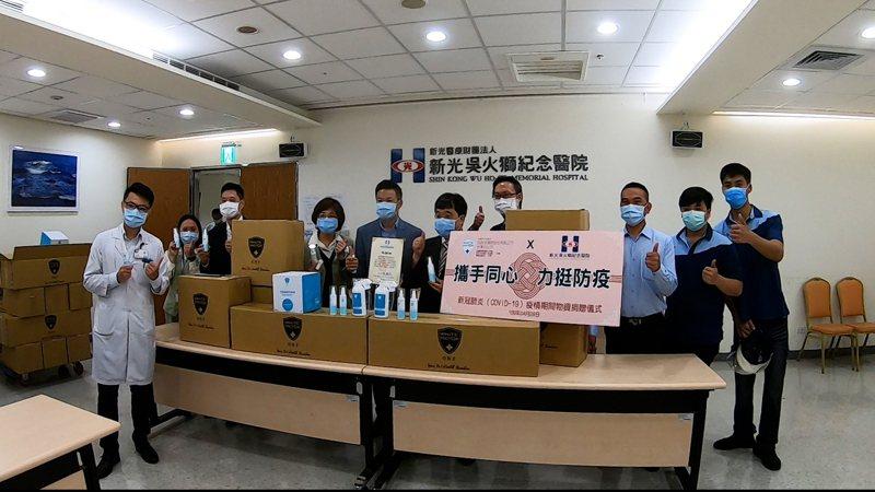 白因子捐贈新光醫院,為防疫第一線的醫護人員加油。圖/白因子提供
