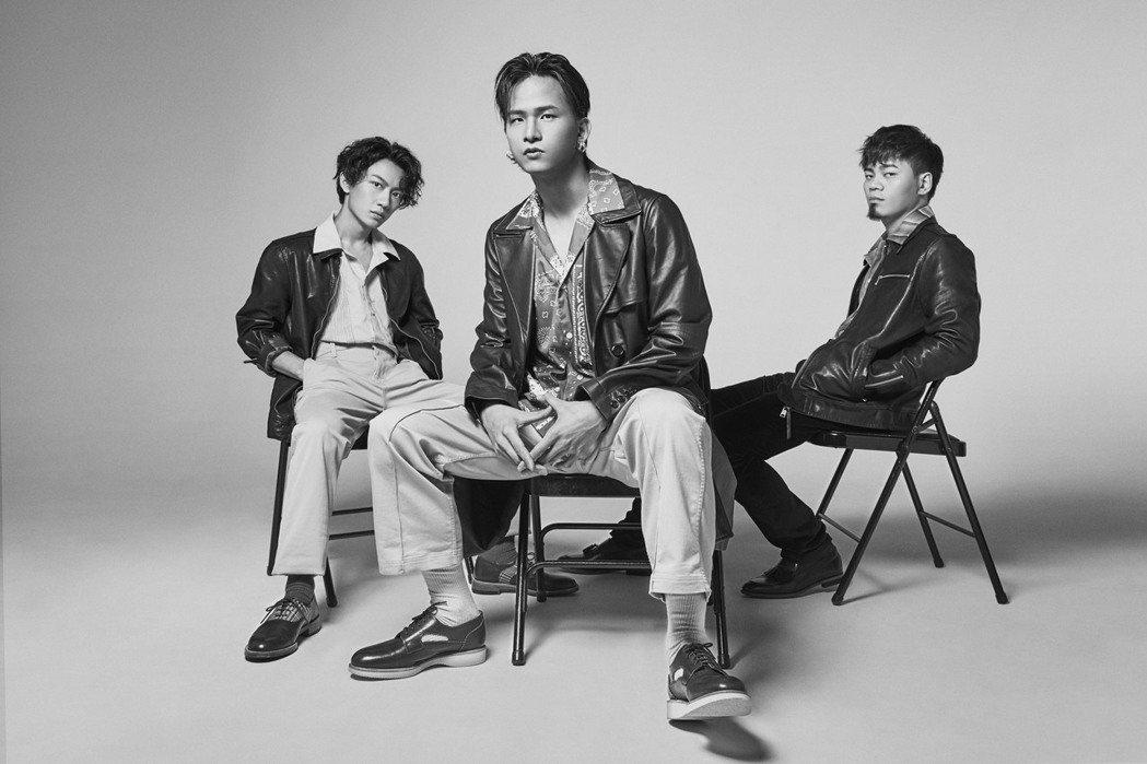 「茄子蛋」阿德(左起)、阿斌、阿任為影集「愛的廣義相對論」重現鄧麗君經典歌曲。圖...