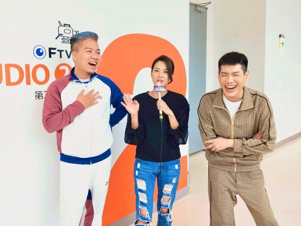 蘇晏霈上「娛樂超skr」節目爆料媽媽在防疫期間幫她囤一大箱衛生棉。圖/民視提供