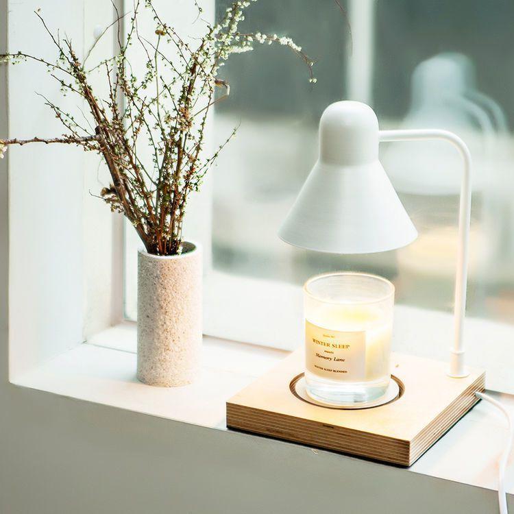 韓國Memory Lane木紋底座暖燭燈,3,680元。圖/瑪黑家居選物提供