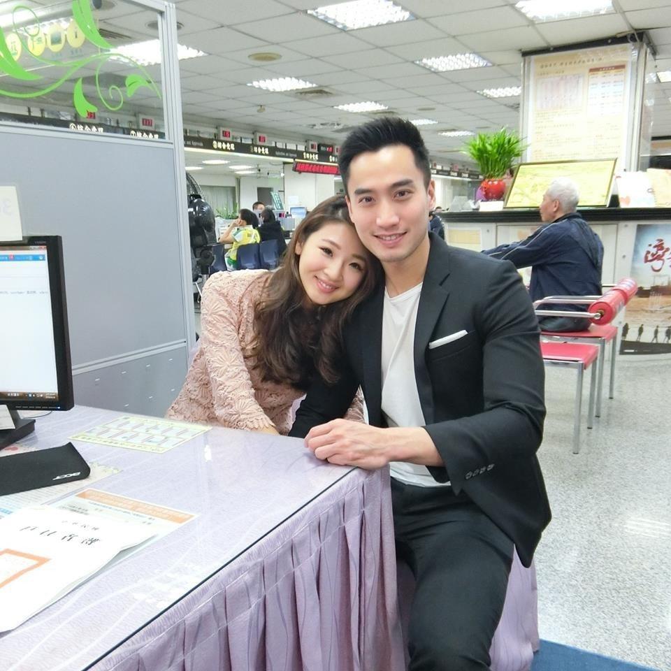「華航林依晨」Ivy和賴弘國2016年2月登記結婚,沒想到同年10月就宣布離婚。...