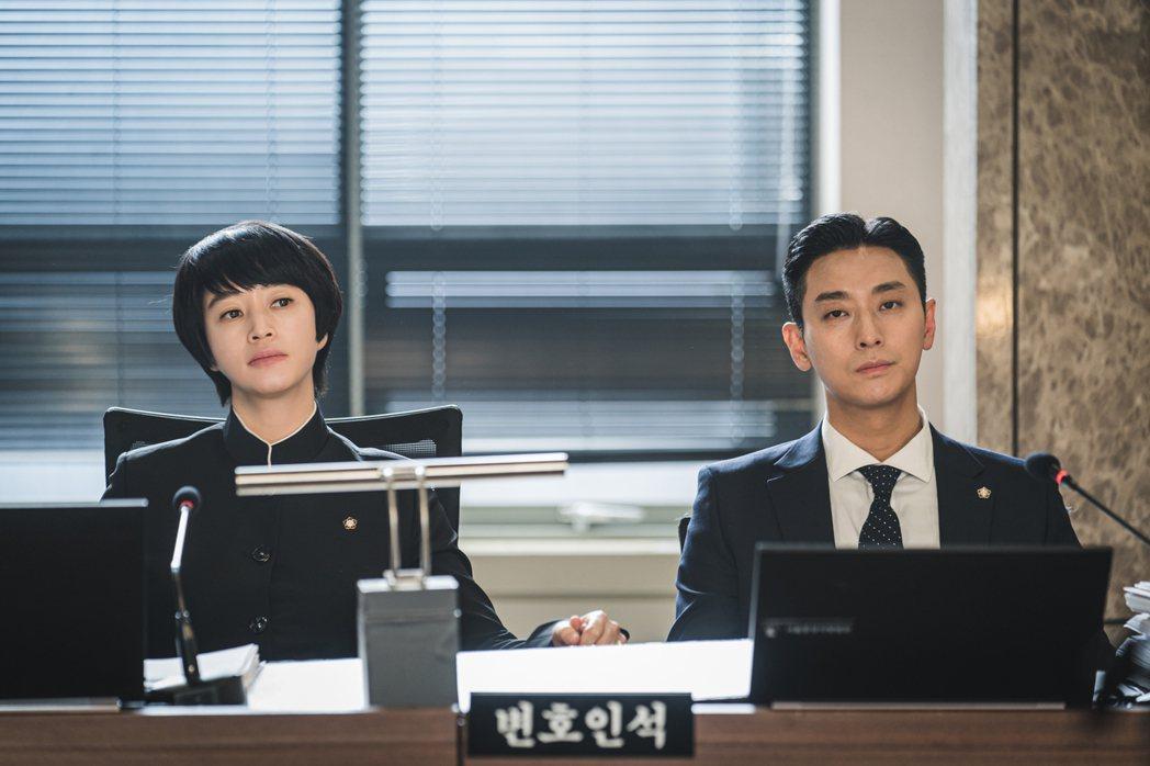 金惠秀和朱智勛強強聯手。圖/圖Netflix提供