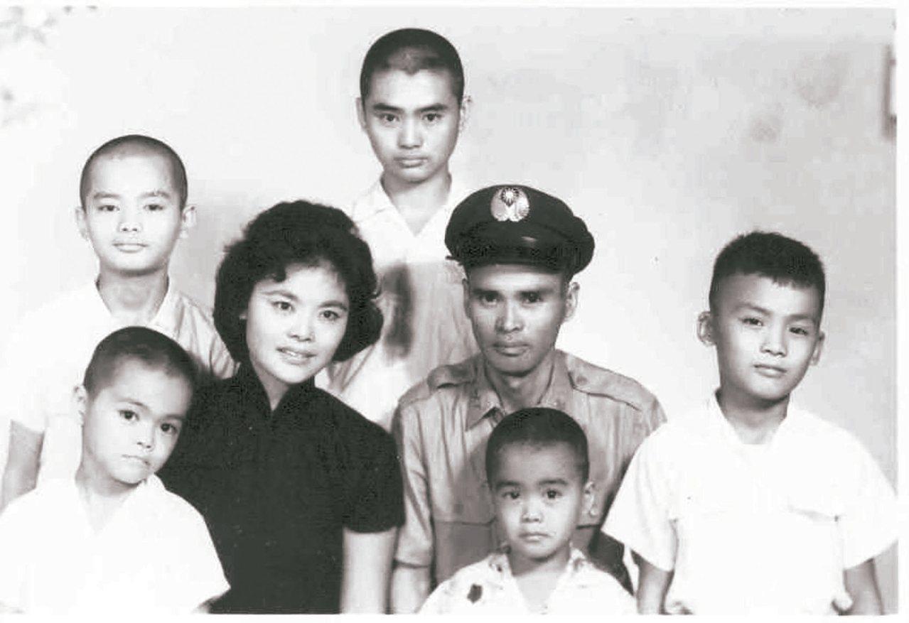 1950年代光陰故事,謝謝媽媽的辛苦。圖/Larry Wu提供