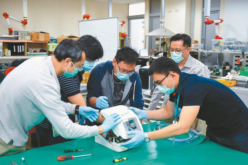 工研院打造國內首台醫療級呼吸器原型機。圖/工研院提供