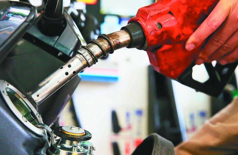 各國陸續擬定封城鬆綁措施,國際油價回升,根據中油公式,下周汽、柴油零售價格每公升各調漲2.0及2.2元。圖/聯合報系資料照片