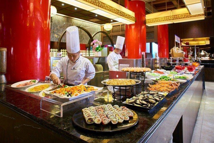 松鶴餐廳有百餘道料理。圖/圓山飯店提供