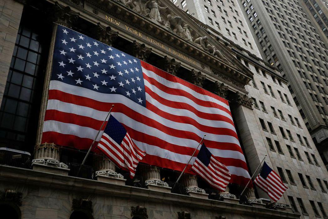過去一周來,美國經濟壞消息頻傳,企業盈餘數據也乏善可陳,美股卻照漲不誤。   路...